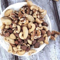 Chất béo có trong hạt điều sẽ đánh tan mỡ bụng và làm không kết tủa các axit béo, ngoài ra chat beo nay la loai chat beo khong hoa tan rat tot cho suc khoe